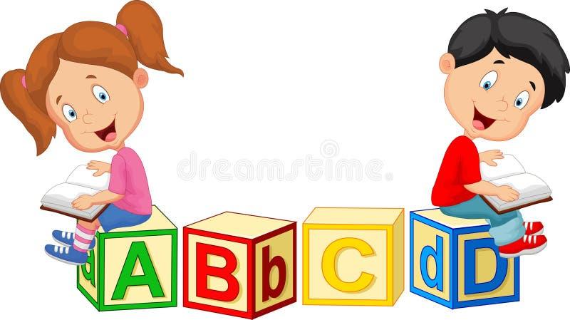 Kinderkarikaturlesebuch und -sitzen auf Alphabetblöcken lizenzfreie abbildung