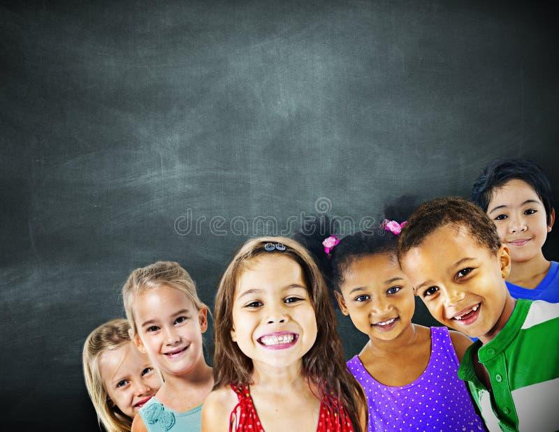 Kinderkinderverschiedenartigkeits-Bildungs-Glück-nettes Konzept lizenzfreie stockfotografie