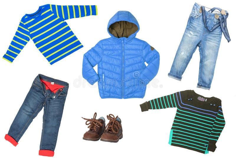 Kinderkleidung lokalisiert Collagensatz Kinderkleidung lokalisiert auf einem weißen Hintergrund Konzeptfrühlingsherbst- und -wint stockfotos