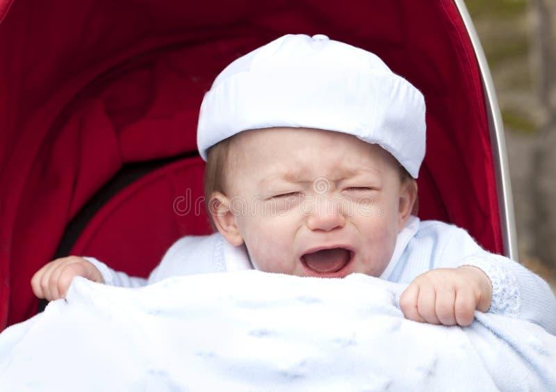 Kindermeisje dat de Baby voedt stock afbeelding
