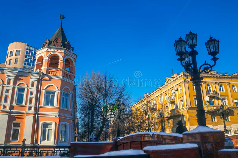 Kinderschutz Voronezh - Aleksandrijisky und Steinbrücke herein stockbilder