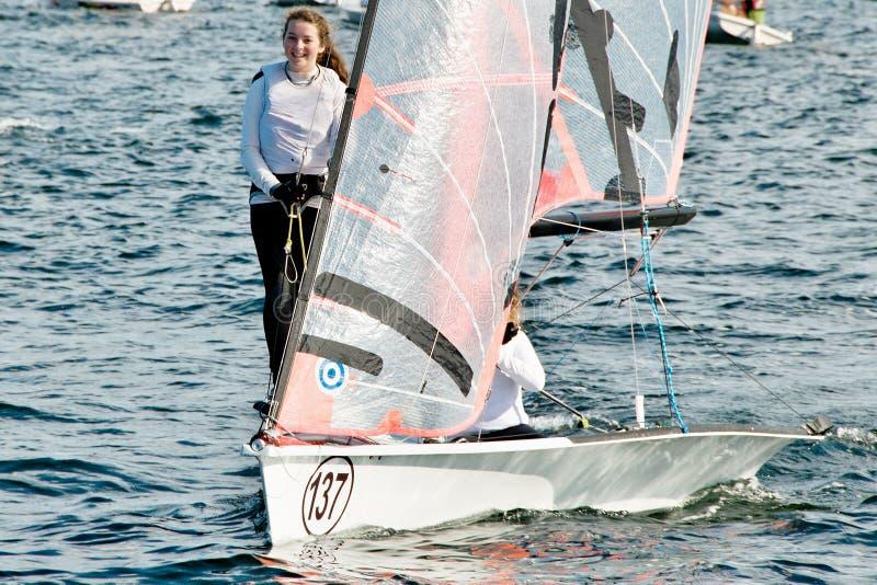 Kindersegelwettbewerb in den Schlauchbooten lizenzfreie stockfotografie