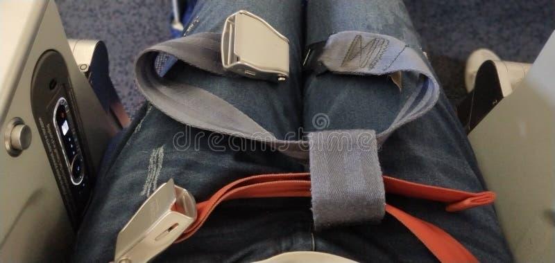 Kindersitzgurt im Flugzeug lizenzfreie stockfotografie