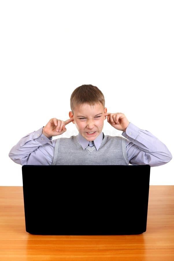 Kinderstecker die Ohren lizenzfreie stockbilder