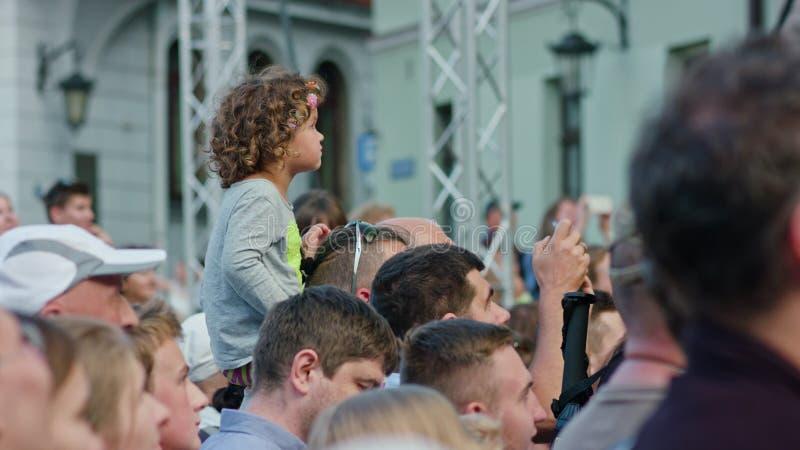 Kinderuhren Mattatoio Sospeso führt Show durch stockbild