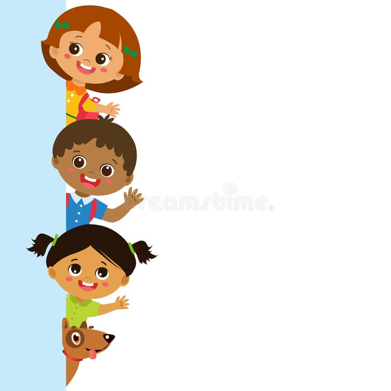 Kindheit ist der sicherste Zeitraum des Menschenlebens Multikulturelle Kinder hinter vertikaler Fahne stock abbildung