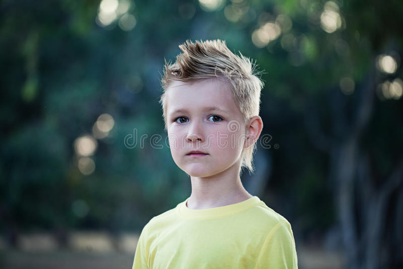 Kindjongen met Blondehaar stock foto's