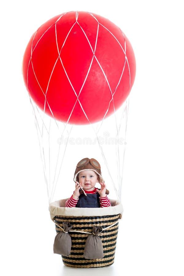Kindjongen op hete die luchtballon op wit wordt geïsoleerd royalty-vrije stock foto's