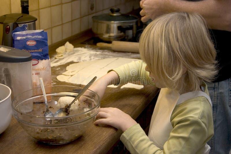 Kindkochen stockfotografie