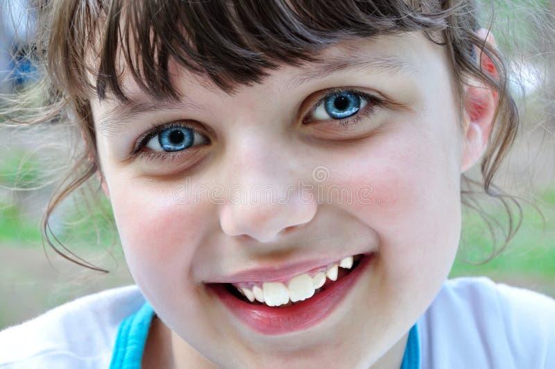 Kindlächeln stockbilder
