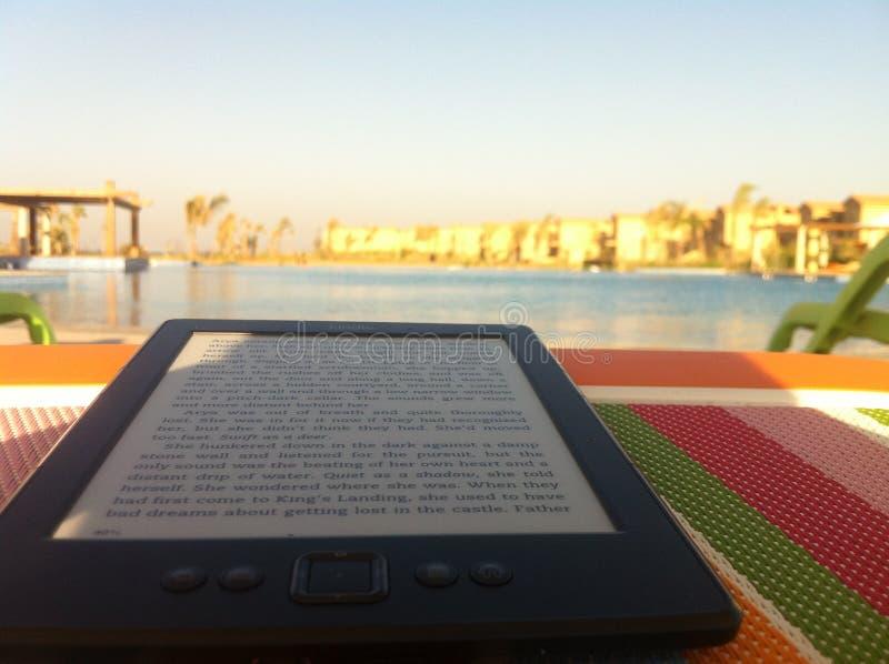 Kindle en la playa en Egipto foto de archivo libre de regalías