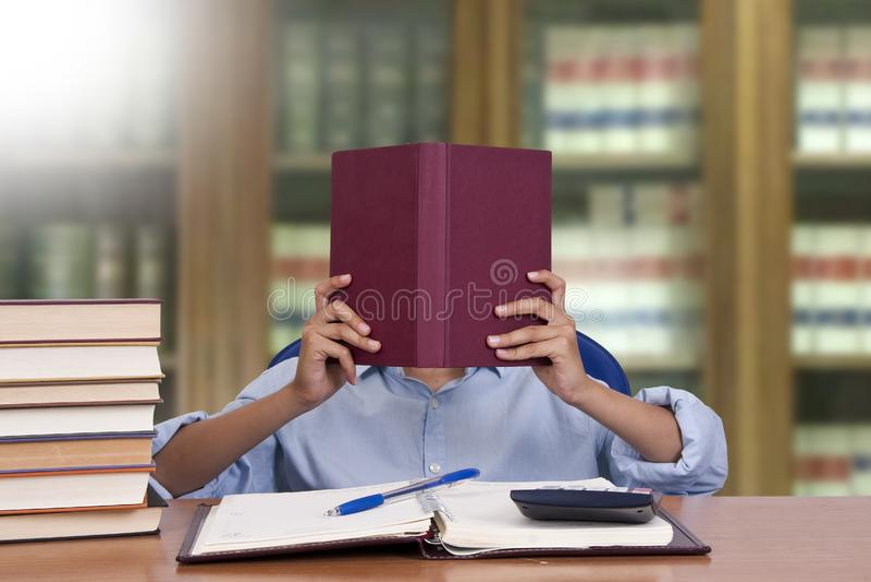 Kindlezing stock foto's