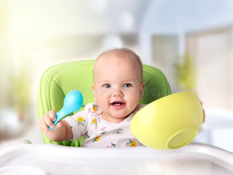 Kindmaaltijd Baby het eten Jong geitje` s voeding royalty-vrije stock foto