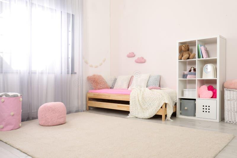 Kindruimte met modern meubilair royalty-vrije stock afbeelding