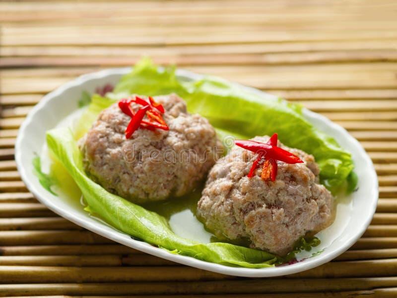 Kines ångad boll för kött för lejonhuvudgriskött royaltyfri fotografi