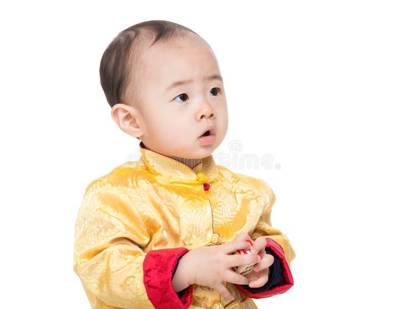 Kines behandla som ett barn kvarteret för pojkelekleksaken royaltyfria bilder