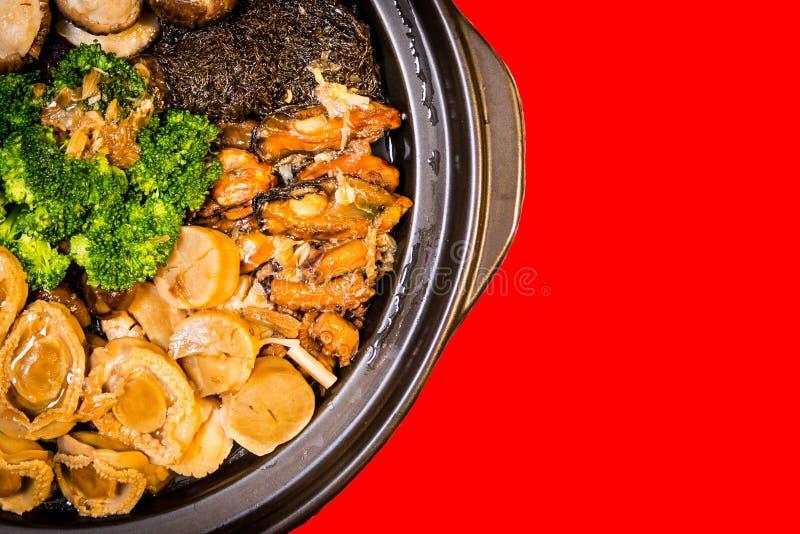Kines utformad blandad maträtt för Abalone Också bekant som Poon Choy i kines arkivfoton