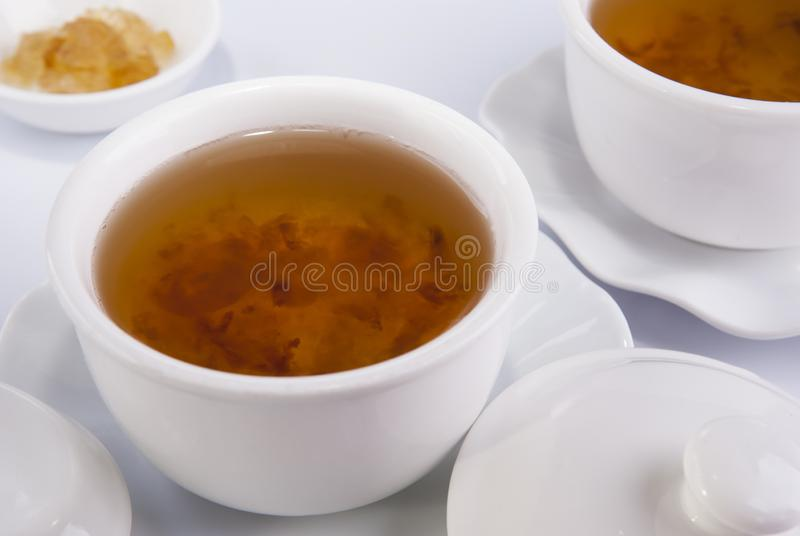 Kinesisk örtsoppa i bunke royaltyfria foton