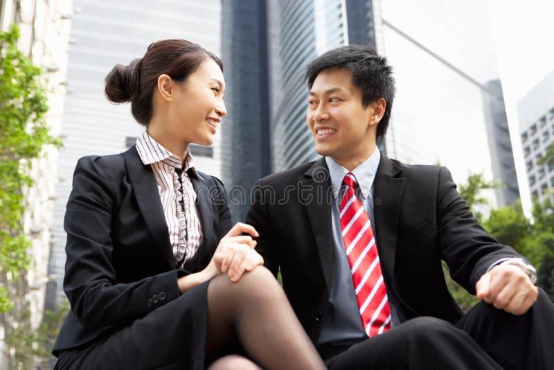 Kinesisk affärsman och affärskvinna fotografering för bildbyråer