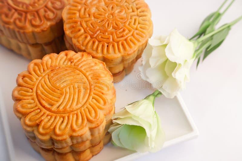 Kinesisk bakelse och tea royaltyfria foton