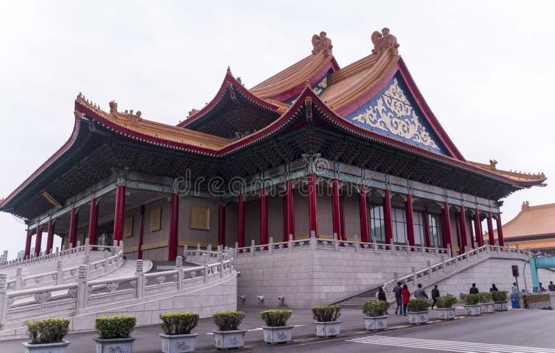 Kinesisk byggnad med det orange taket royaltyfri bild