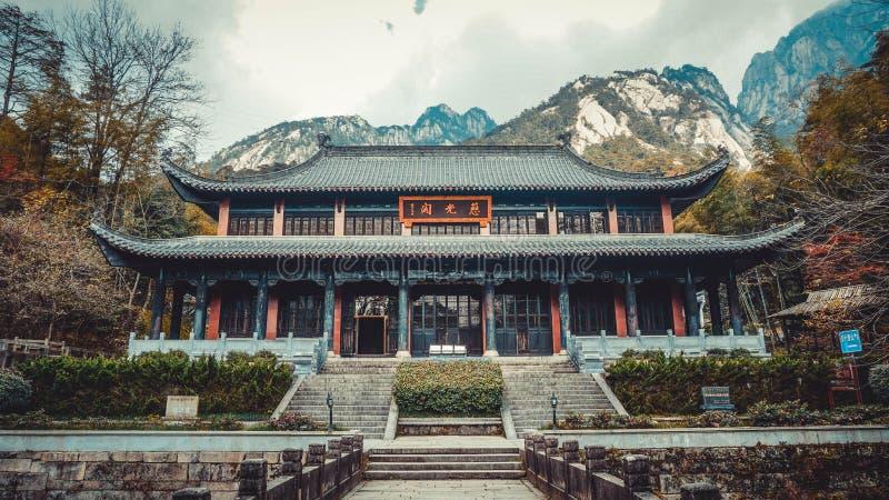 Kinesisk byggnad nära den Huangshan nationalparken Kina arkivbilder