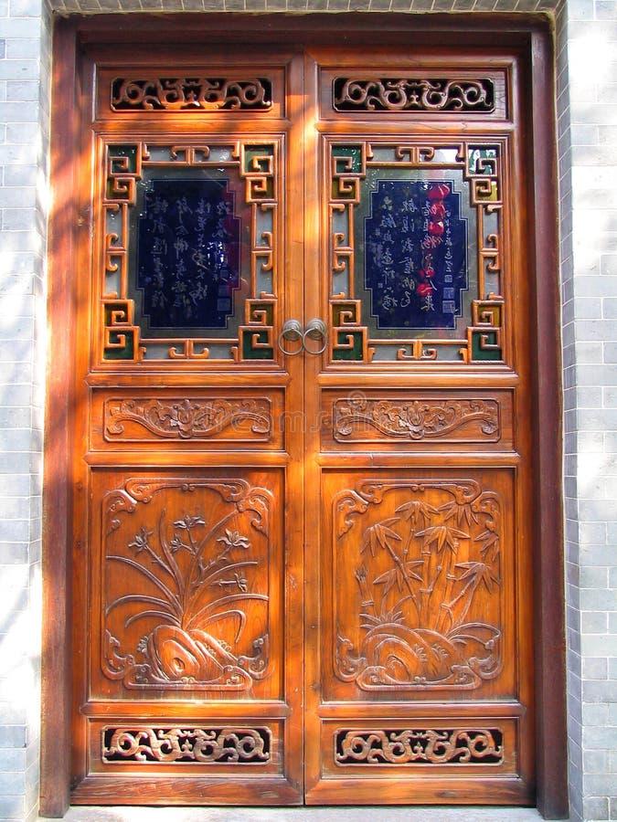 Download Kinesisk dörr arkivfoto. Bild av porslin, askfat, port - 519020