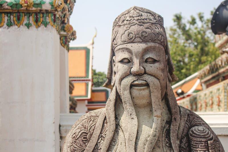 Kinesisk förmyndarestaty på templet av vilaBuddha eller Wat Pho bangkok thailand fotografering för bildbyråer