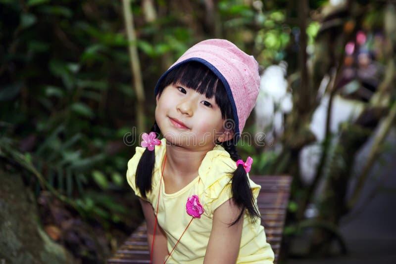 Download Kinesisk flickarainforest fotografering för bildbyråer. Bild av hår - 19778441