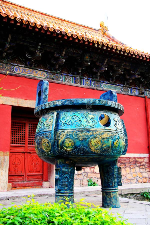 Kinesisk forntida bronstripod fotografering för bildbyråer