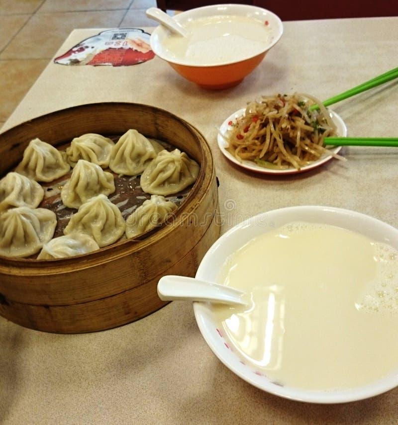 Kinesisk frukost arkivbild