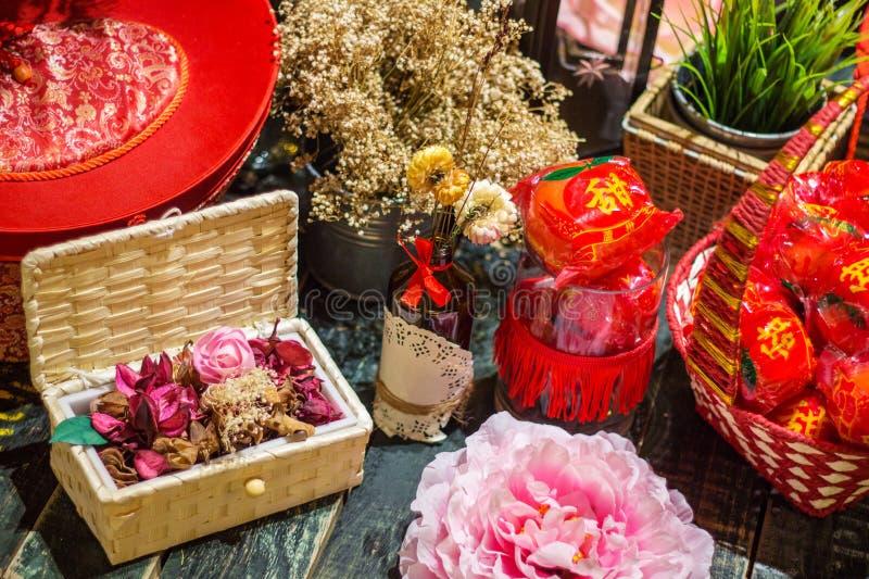 Kinesisk hälsning och garnering för nytt år arkivfoton