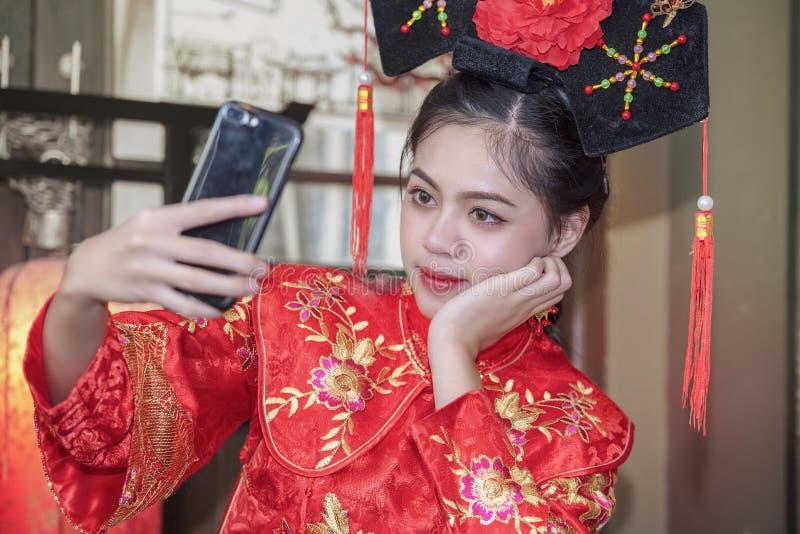 Kinesisk klänning arkivfoto