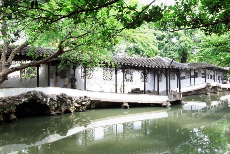 kinesisk klassisk korridorträdgård suzhou fotografering för bildbyråer