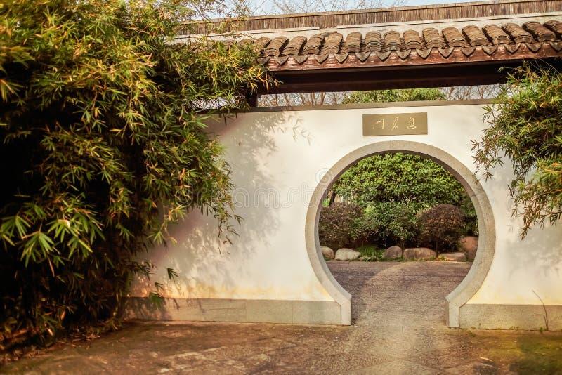 Kinesisk klassisk trädgårdlandskapbild royaltyfri bild