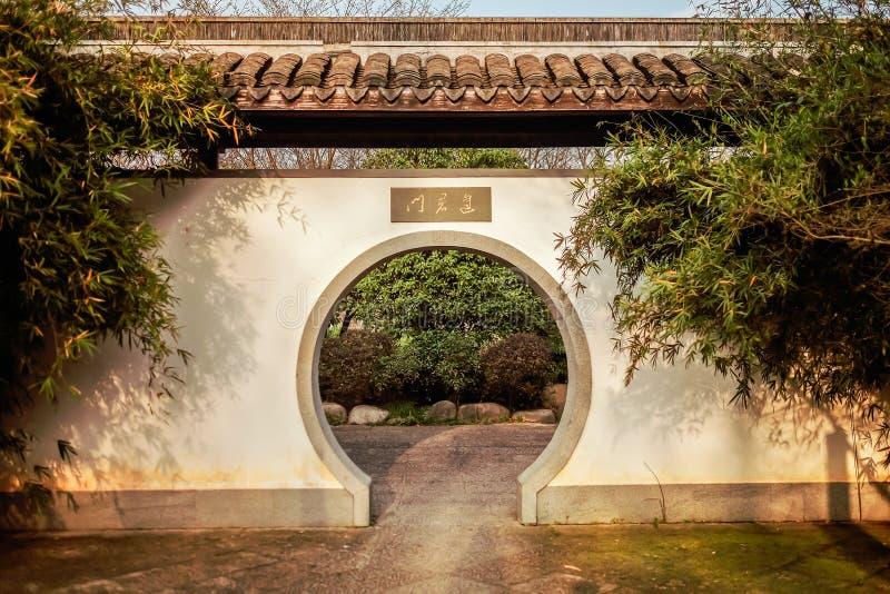 Kinesisk klassisk tr?dg?rdlandskapbild royaltyfri bild