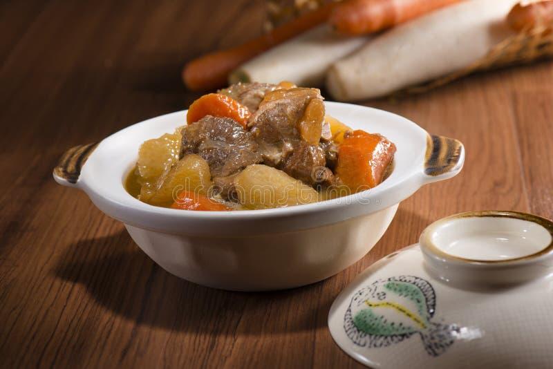 Kinesisk kokkonst-, kalops- och nötköttsena Muskel kött royaltyfri bild