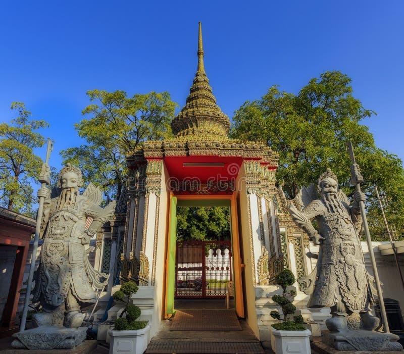Kinesisk krigarestaty i Wat Pho, Bangkok, Thailand arkivbilder