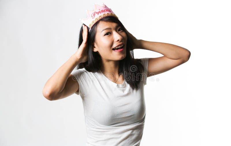 Download Kinesisk Kvinna Som Har Gyckel Med En Prinsessakrona Arkivfoto - Bild av skraj, piercing: 78731856