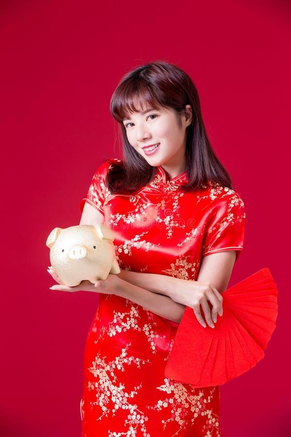Kinesisk kvinnashowspargris royaltyfria foton