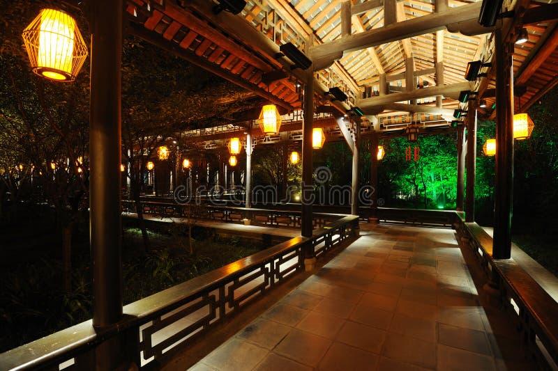 Kinesisk lång korridor på natten fotografering för bildbyråer