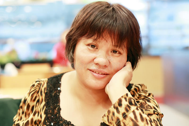 Kinesisk medelålders kvinna royaltyfri fotografi