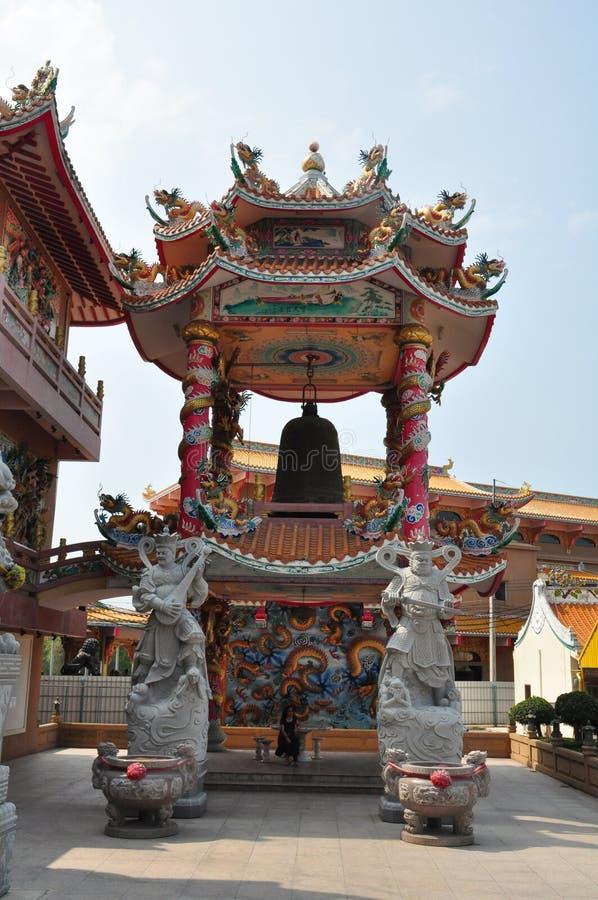 Kinesisk relikskrin för okänt turistbesök i Chonburi, Thailand royaltyfri bild