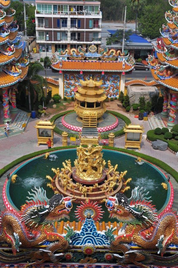 Kinesisk relikskrin för okänt turistbesök i Chonburi, Thailand fotografering för bildbyråer