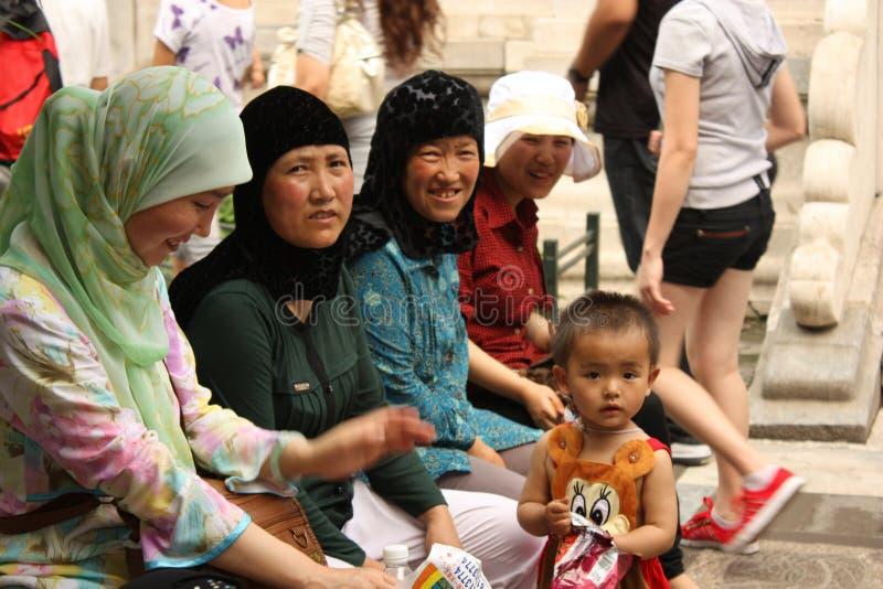 kinesisk stadsfamilj som förbjudas muslim royaltyfri foto
