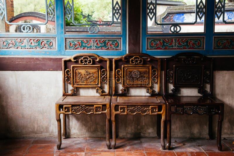 Kinesisk stol och inre på Lin Family Mansion och trädgård för traditionell stil på Taipei, Taiwan fotografering för bildbyråer