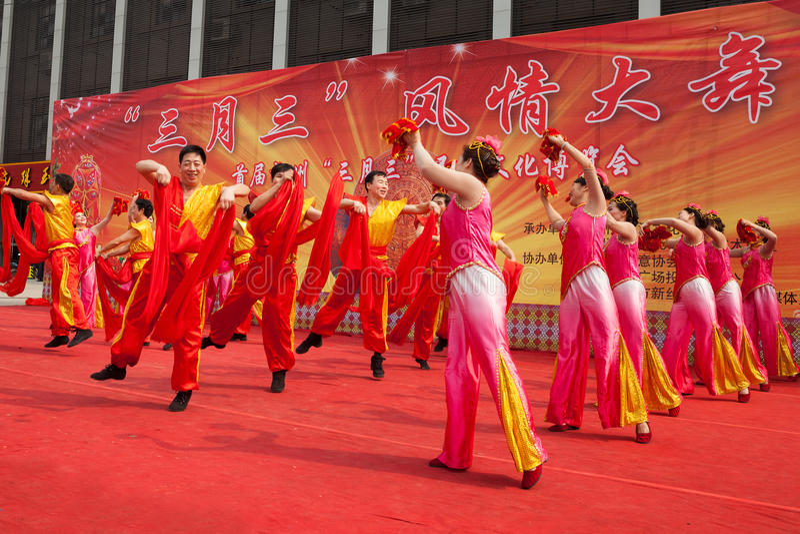 Kinesisk traditionell folkdans arkivfoto