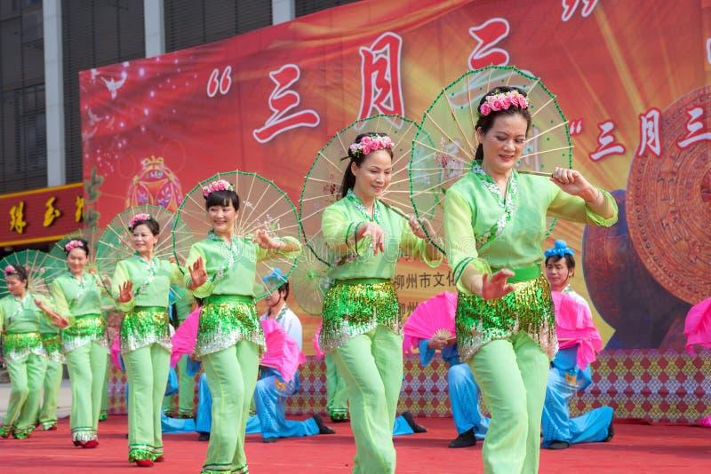 Kinesisk traditionell folkdans royaltyfri foto