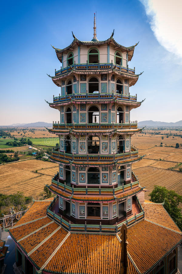 kinesisk wat för tempel för stye för kanchanaburikhaonoi arkivfoton