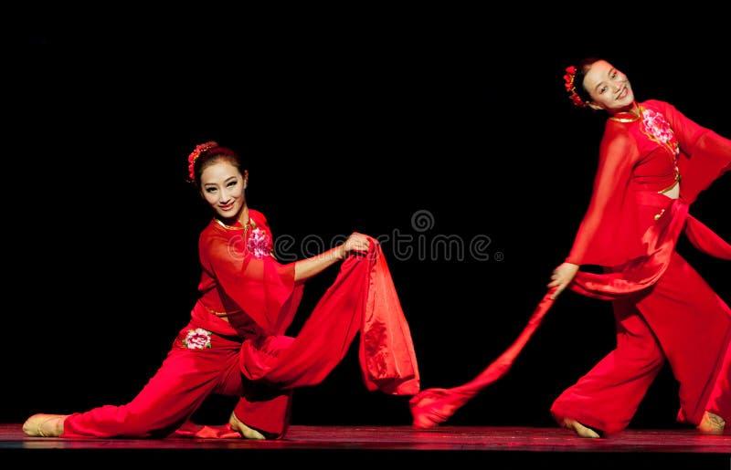 Kinesiska dansare på etapp royaltyfri foto